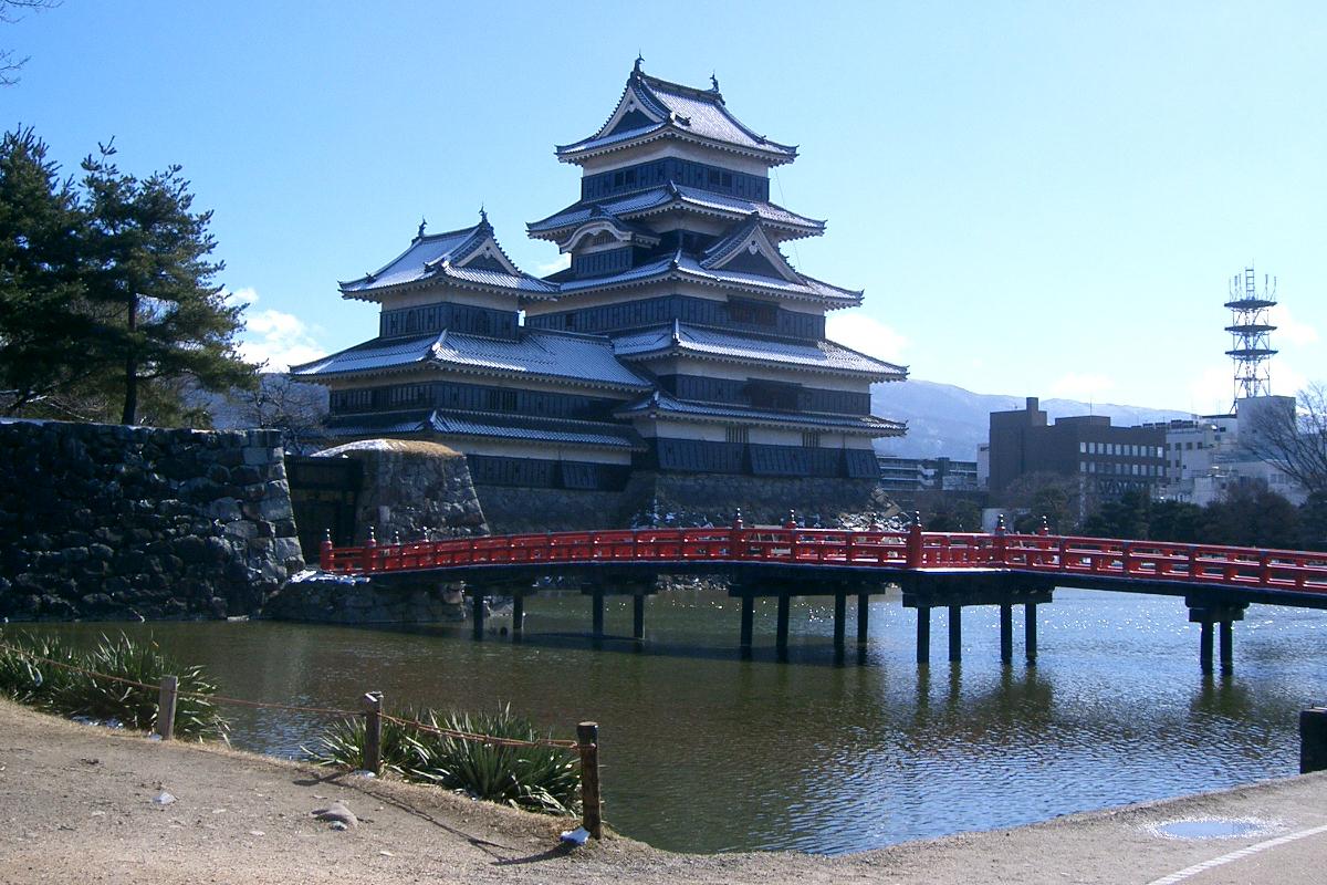 西側から見た松本城