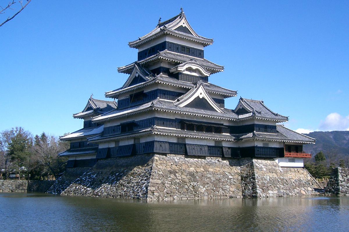 南側から見た松本城
