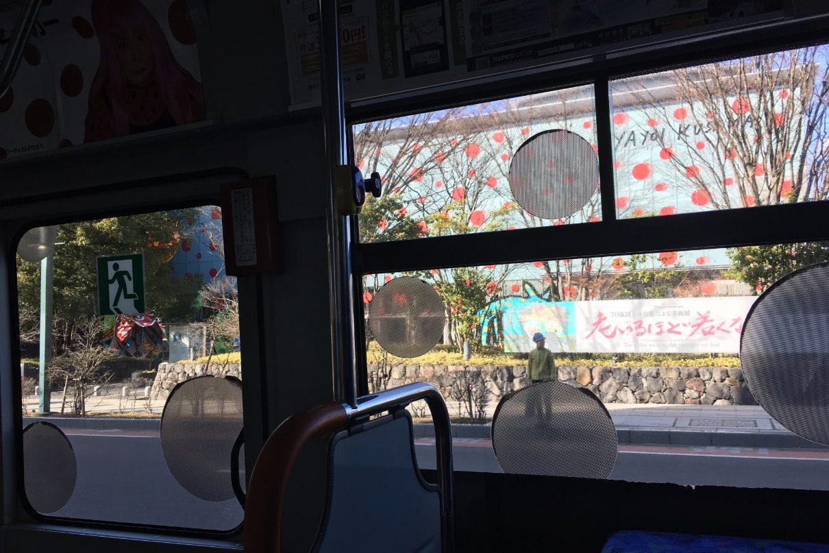 タウンスニーカー車内から見る松本市美術館