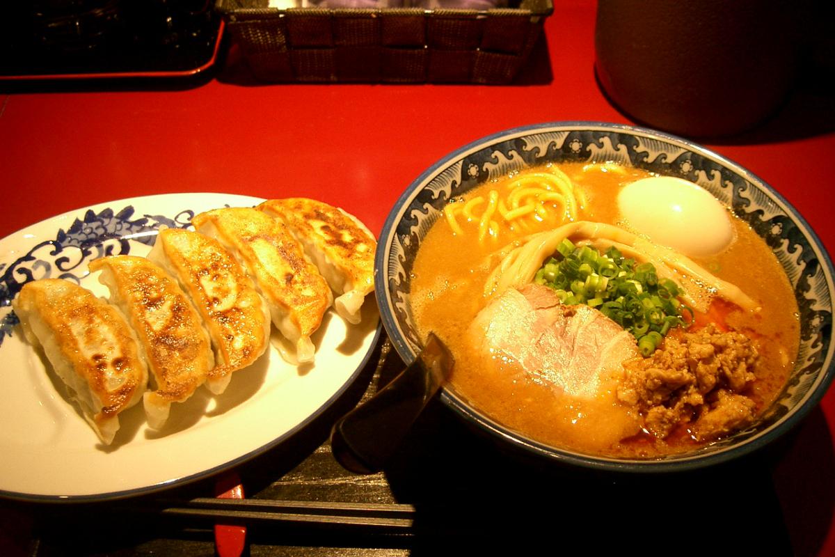 佐蔵みそらぅめんと黒豚の餃子