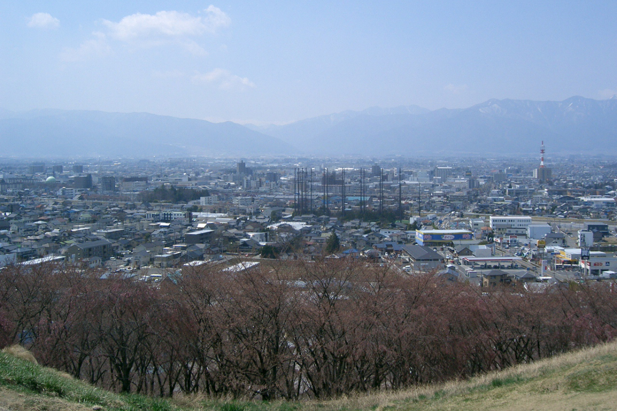弘法山古墳から一望できる松本市内